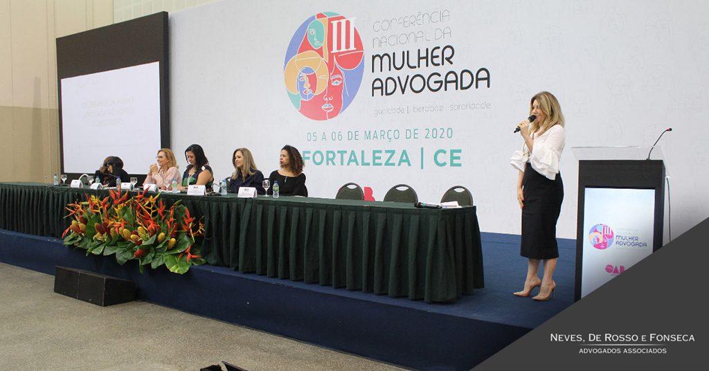 Sócia Rossana Fonseca fala ao público da III Conferência Nacional da Mulher Advogada